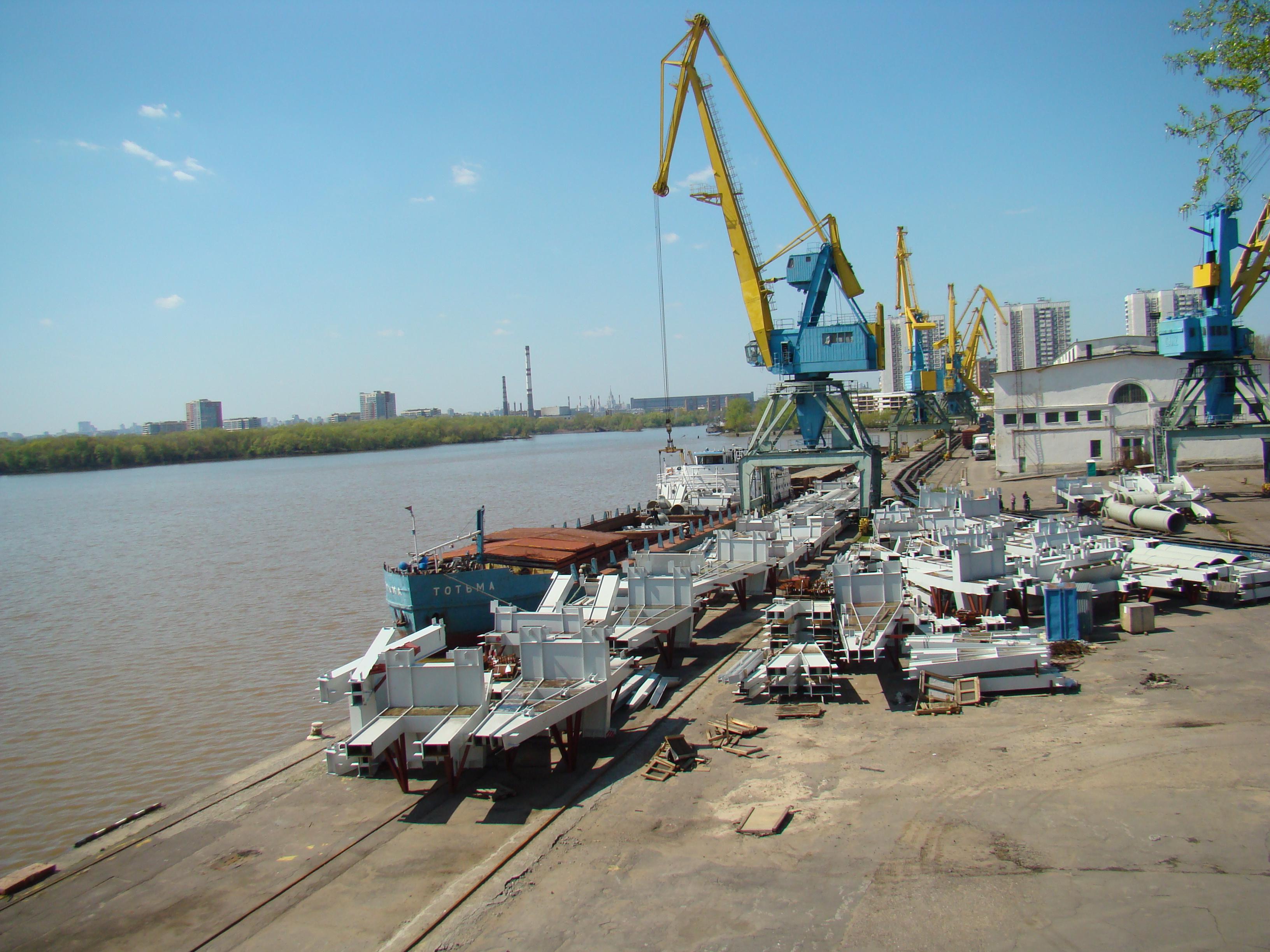 Порт является одним из важнейших звеньев мощного транспортного узла сибири.